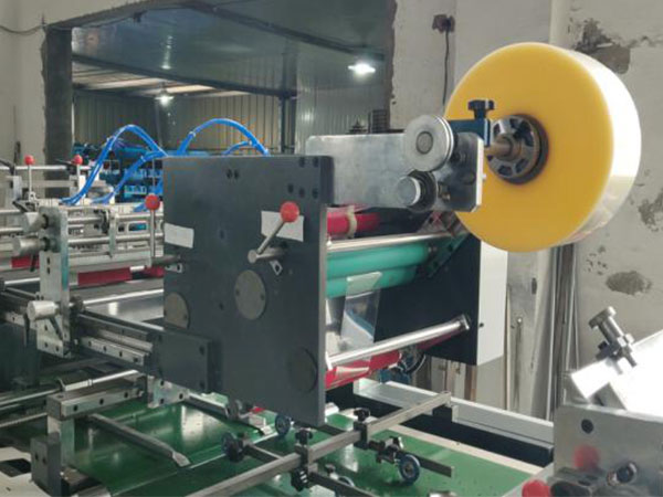 XY800 Automatic Corner Cutting window patching machine